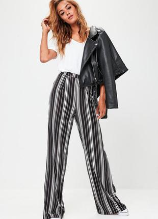 Тренд этого года, широкие брюки палаццо в стильную полоску.