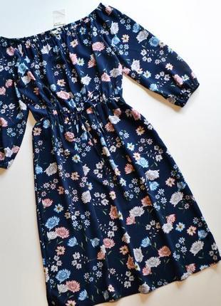 Роскошное синее платье в цветы спущенные плечи