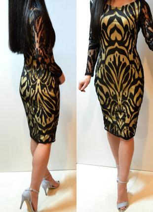 Красивое гипюровое платье,облегающее