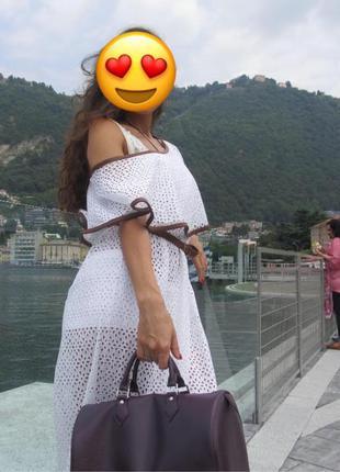 Белое дизайнерское ажурное платье в пол с воланом из прошвы