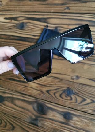 Трендовые солнцезащитные очки маска