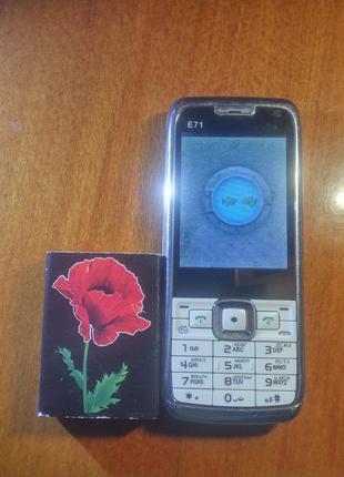 Телефон кнопочный Е71