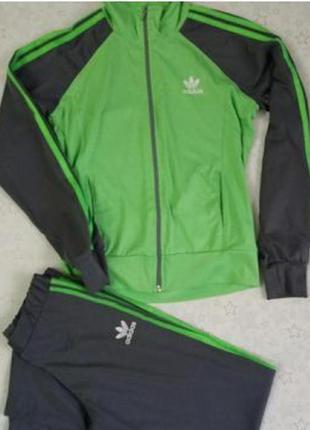 Спортивный костюм adidas на девочку 9-10 лет