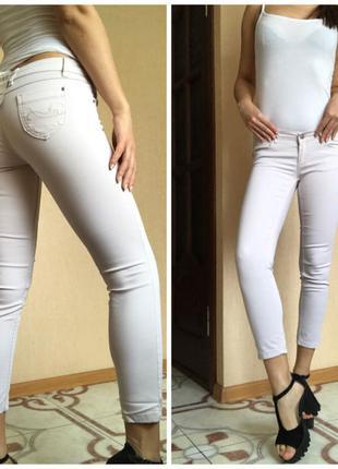 Светлые бежевые женские джинсы