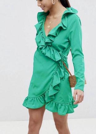 Яркое платье-рубашка на запах с рюшами boohoo