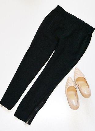 Стильные брюки с лапсасами и молниями внизу штанин,красивая тк...