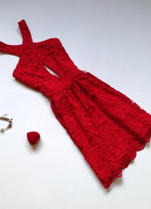 Красное кружевное платье h&m