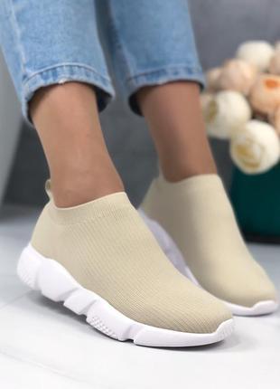 Стильные бежевые кроссовочки