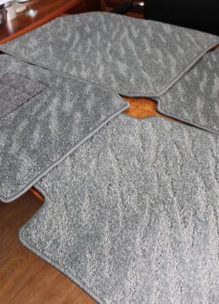 Оригинальный комплект резиновых новых ковриков на TOYOTA CAMRY-40