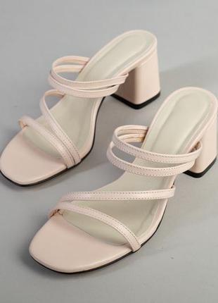 Женские кожаные шлёпанцы на каблуке