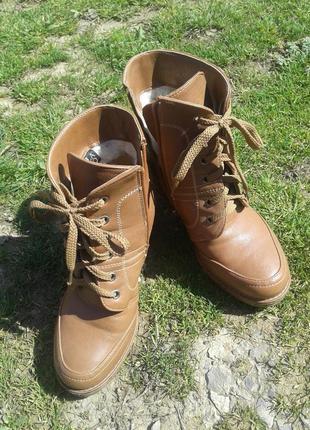 Женские ботинки на каблуке на меху