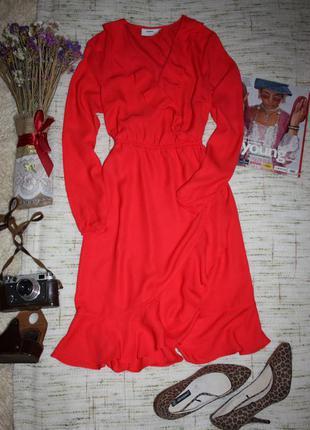 Красное платье на запах. платье с рюшами