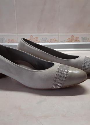 Туфли на небольшом каблучке ara. разм.38