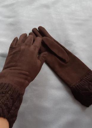 Коричневые перчатки с вязаным узором
