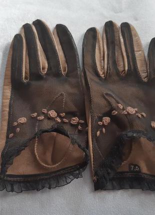 Короткие бежевые перчатки