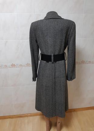 Серое пальто bgn с крокодиловым поясом
