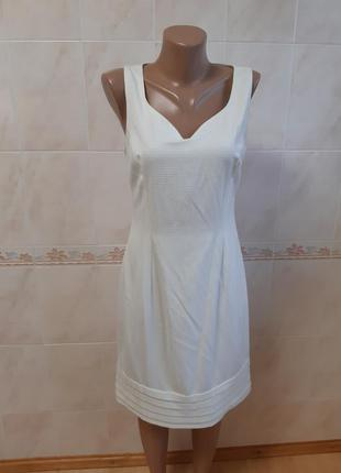 Платье без рукавов цвета слоновой кости