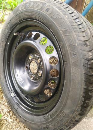Металлический диск на Mercedes Viano R16, с шиной Goodyear