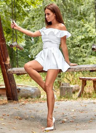 Белый комбинезон - платье с открытыми плечами