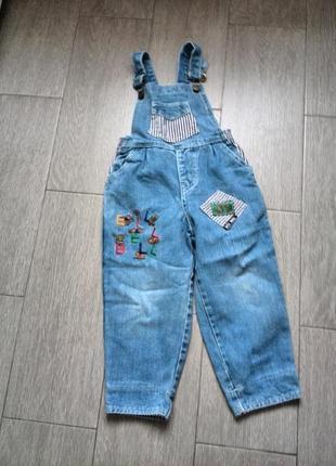 Комбинезон джинсовый на рост 98-110 см (на 3-5 лет)  б\у