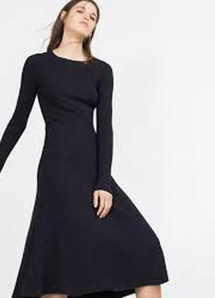 Шикарное трикотажное темно-синее платье в рубчик zara