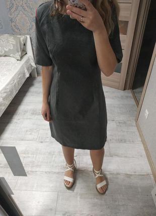 Стильное базовое платье миди