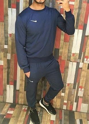 Спортивный костюм Nike  (52-54 размер)
