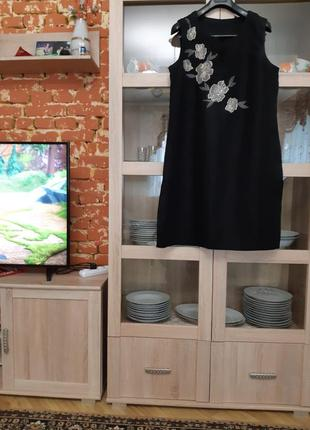 Изумительное льняное с аппликацией в цветы платье туника больш...