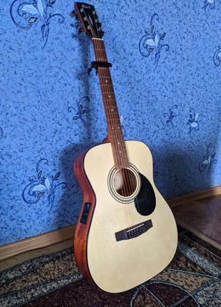 Электроакустическая гитара и акустический комбоусилитель