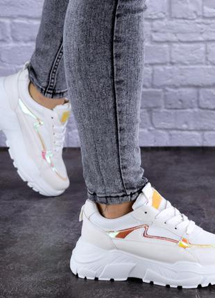 Женские кроссовки летние белые