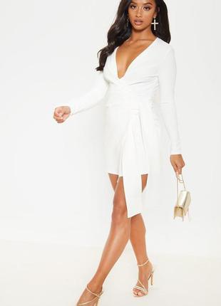 Кремовое льняное платье на запах prettylittlething