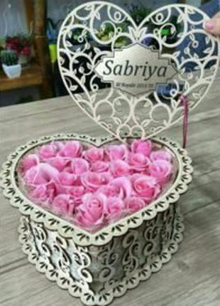 Коробочка в виде сердца под цветы,подарки