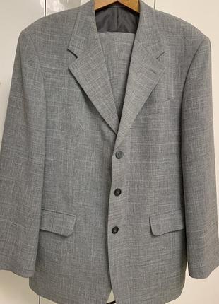 Мужской серый костюм размер хл
