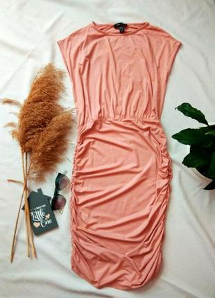 Платье с сборкой