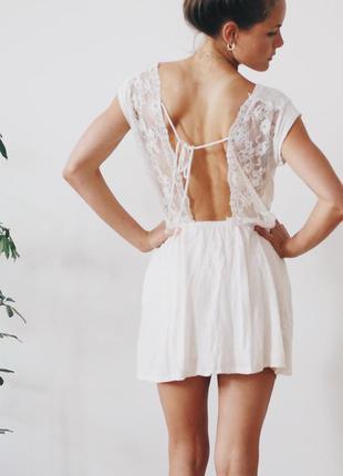 Льняное платье с красивой кружевной спинкой zara