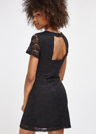 Чёрное кружевное летнее платье на шнуровке