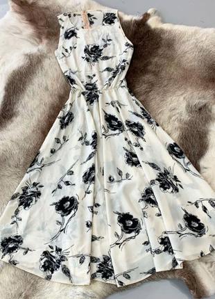 Летнее платье миди в цветочный принт