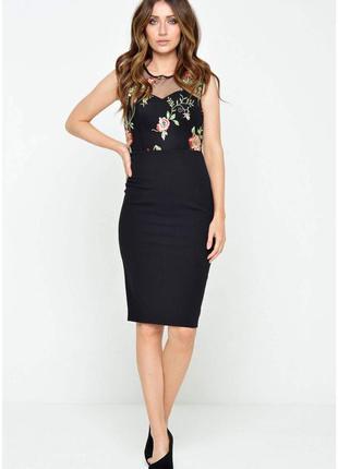 Шикарное нарядное платье-футляр с вышивкой