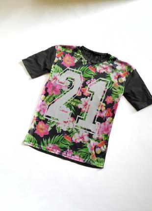 Стильная футболка в сеточку с числом 21