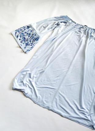 Голубое платье туника со спущенными плечами вышивкой atmosphere