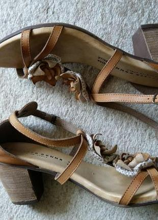 Кожаные босоножки италия на удобном каблуке