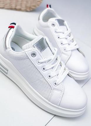 Белые кроссовочки новинка
