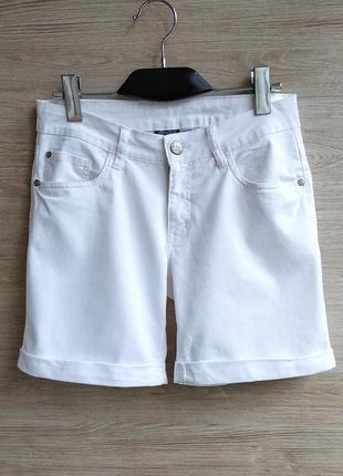 Белые джинсовые шорты esmara.