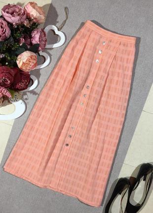 Шикарная юбка красивого цвета в клетку с кармашками.
