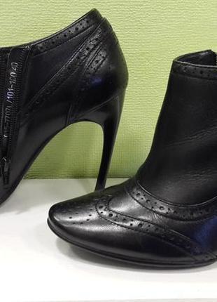 Шикарные новые кожаные ботинки braska.