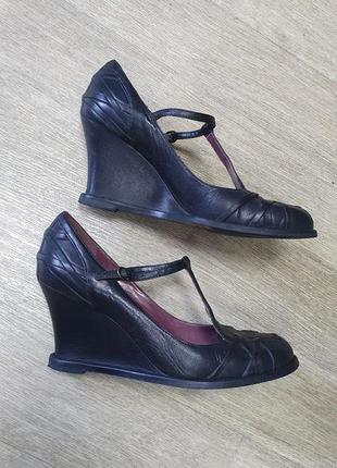 Черные кожаные туфли bronx на танкетке. 39