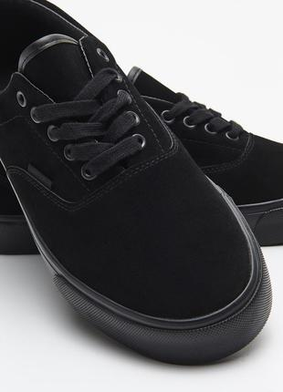Чёрные кеды