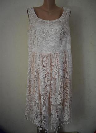 Красивое нежное кружевное платье большого размера