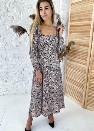 Длинное платье с необычными рукавами