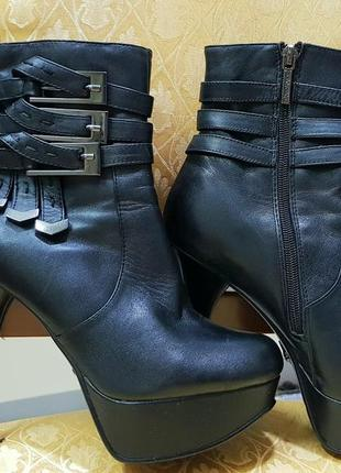 Кожаные деми ботинки на тонкой шпильке